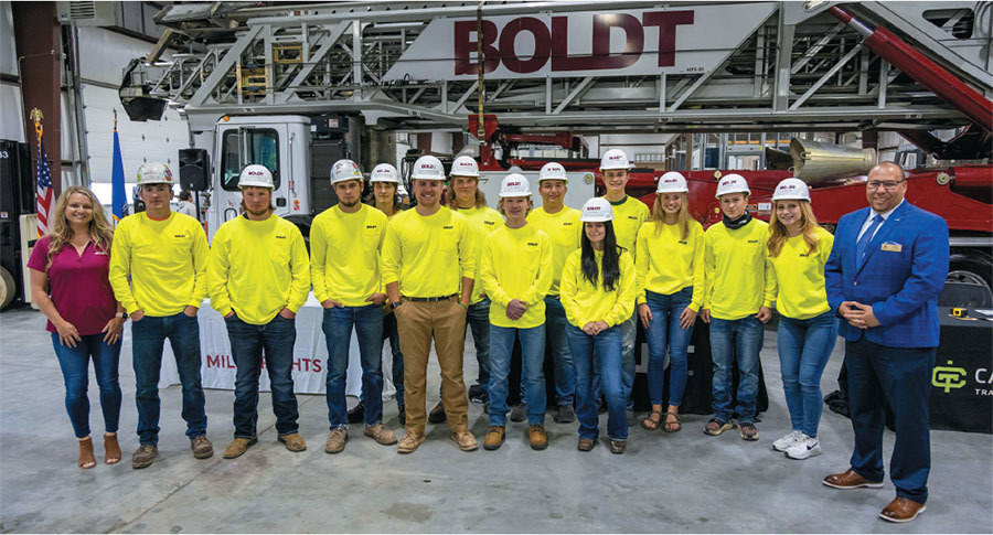 students in the boldt companys youth apprenticeship